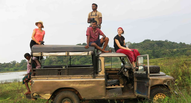 SRI-LANKA-Research-Team-on-top-of-landrover