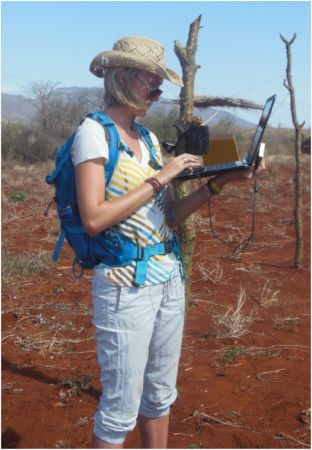 Mikki with camera traps (s)