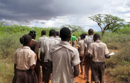 Kids walking on fieldtrip (web)