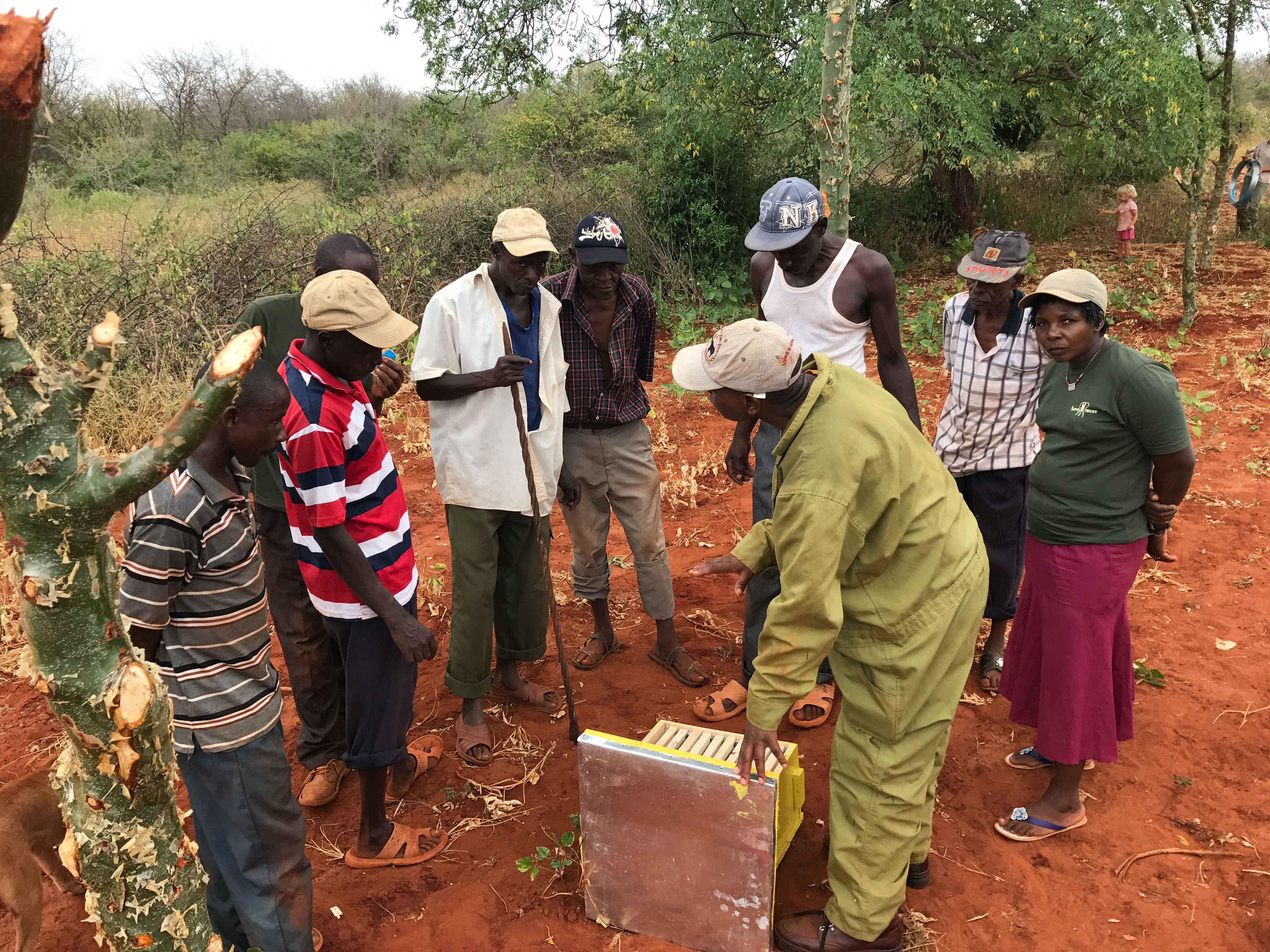 Emmanuel-teaching-the-farmers-about-beehives-during-beehive-fence-construction-in-Kamungi-Conservancy-©-2017-Lucy-King