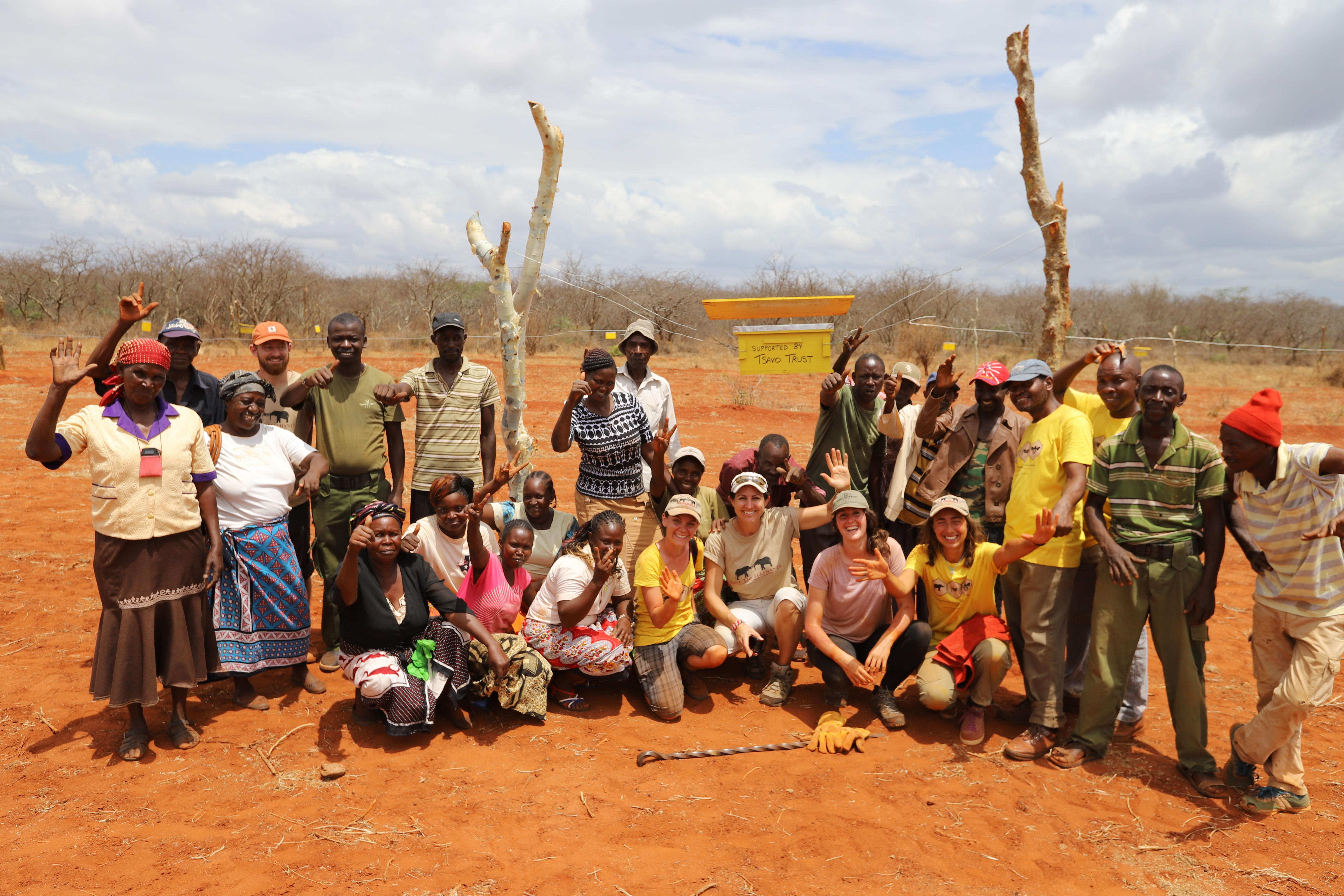 Group-photo-after-beehive-fence-construction-in-Kamungi-Conservancy-Tsavo-Trust9-©-2018-Naiya-Raja
